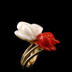 Bague or jaune, corail rouge et corail blanc (petit modèle).