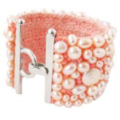 Bracelet manchette perles d'eau douce et corail rose.