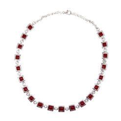 Collier en argent et corail rouge, motif carré.