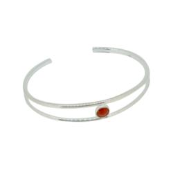 bracelet jonc double fil argent centre un cabochon rond corail rouge