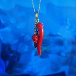 pendentif corne corail méditerranée tête de maure corail rouge main corse