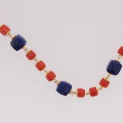collier or jaune 18k barillet corail rouge et lapis lazuli facetés