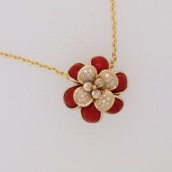 pendentif fleur à la folie pétale corail rouge méditerranée et or jaune avec sertis diamants
