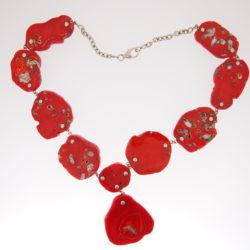 collier piastre pied de corail tranché chaine et motifs poisson argent