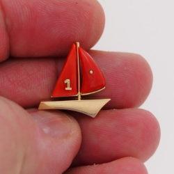 pendentif bateau or jaune 18k voiles corail rouge de corse numéro 1