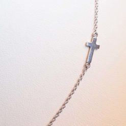tour de cou chaine or blanc 18k et une croix