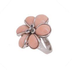 bague or blanc 18k petales corail rose du japon centre diamants noir