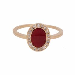 Bague ovale or jaune 18k, diamants et corail rouge.