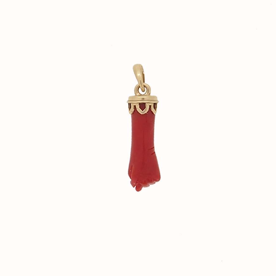 pendentif main taillée corail rouge de méditerranée corse calotte or jaune 18k