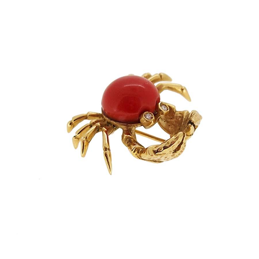 Broche or jaune 18k cabochon corail rouge méditerranée yeux en diamant vue coté
