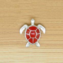 Pendentif tortue marine en argent et corail rouge de Corse.